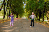 Niñas felices con hula-hoops — Foto de Stock