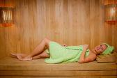 Vrouw in de sauna — Stockfoto