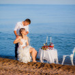 Weeding couple have romantic dinner on the beach — Stock Photo