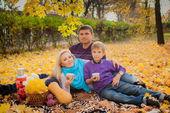 Family having picnic in the park — Stock Photo