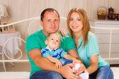 Famiglia felice a casa. — Foto Stock