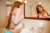 Pregnant woman near mirror — Stock Photo
