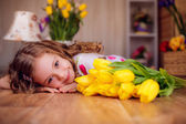 Smiling girl with tulips — Stock Photo