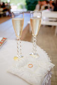 Champagne glasses and rings — Stock Photo