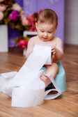 Małe dziecko na pot — Zdjęcie stockowe