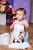 Bebezinho na panela — Fotografia Stock