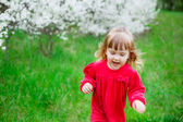Little girl walking in the  spring park — Stock Photo