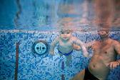 Baby swims underwater — Stock Photo