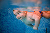 Baby diving in the swimming pool. — Stock Photo
