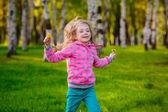 Pretty girl have fun  in the park. — Stock Photo