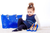 Girl with shoes and bag of mom — Stockfoto