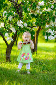Girl among blooming lilacs — Stock Photo