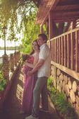妊娠中の女性の夫と — ストック写真