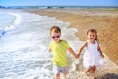 Beautiful kids running along the beach. — Foto Stock