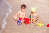 Children playing in the sand — Stock Photo