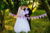 Happy newlyweds in nature — Foto de Stock