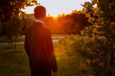 Silhouette of groom at sunset — Stock Photo