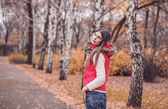 Beautiful girl walking in autumn park — Stock Photo