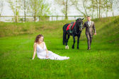 The bride and groom with horse — Photo