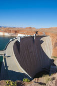 Hoover Dam in sunny day on the border of Arizona and Nevada — Stock Photo