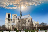 Overview of the Cathedral of Notre Dame from the bank of the riv — Stock Photo