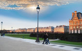 Walking through the Tuileries Garden. — Stock Photo