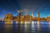 Manhattan nocą z piękne niebo — Foto de Stock