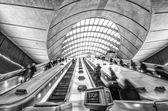 지하철 역에서 에스컬레이터 — Stockfoto