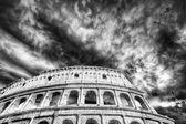 Mooie hemel boven colosseum in rome — Stockfoto