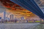 Brooklyn Bridge and Manhattan skyline — Stock Photo