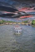 The boat on the Seine — Foto de Stock