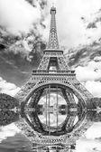 La riflessione della torre — Foto Stock