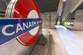 LONDON - SEP 14: Canary Wharf underground station sign on Septem — Stock Photo