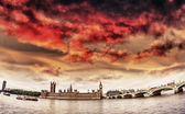 Westminsyer palace and bridge with beautiful sky — Stock Photo