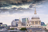 St. Paul Cathedral with beautiful sky — 图库照片