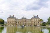 Palais du Luxembourg in Luxemburg garden, Paris. — Foto Stock