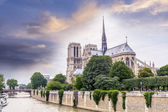 Beautiful sky over Notre Dame, Paris — 图库照片