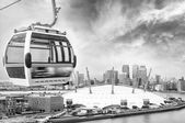 Cable car and London skyline — Stock Photo