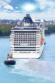 Cruise ship in Canl Grande, Venice. — Stock Photo