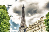 Tower Eiffel view from the street — Stock Photo