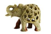 La figurina isolata di un elefante da una pietra su un bac bianco — Foto Stock