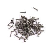Stapel van metalen schroeven geïsoleerd — Stockfoto