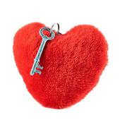 Clave sobre un corazón de peluche — Foto de Stock