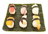 Nigirizushi suši nad list nori — Stock fotografie