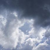 Sole nascosto dietro le nuvole — Foto Stock