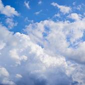 Wolken op de blauwe hemel — Stockfoto