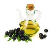 Naczynie szklane oliwy z oliwek na białym tle — Zdjęcie stockowe