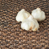 Garlic over a wicker surface — Stock Photo
