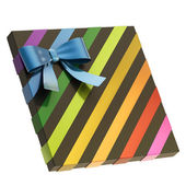 Wrapped gift box with a bow and ribbon — Fotografia Stock