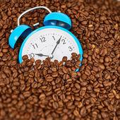 Alarm clock with coffee — Stock Photo